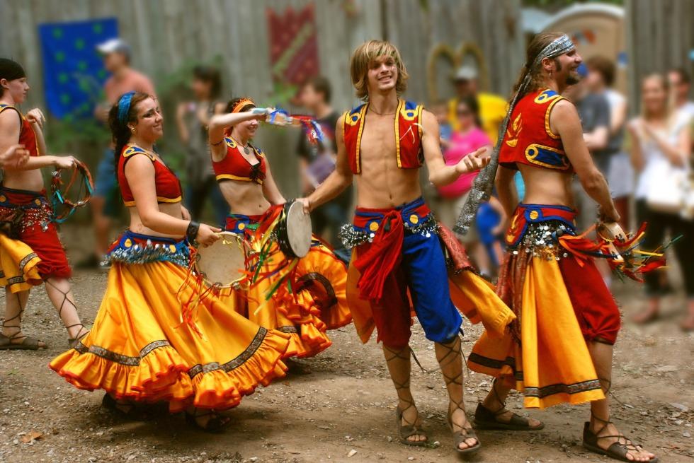 dancers-1054002_1920